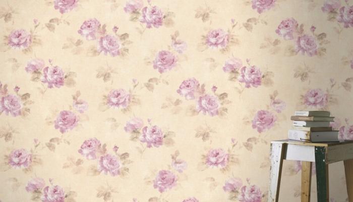 Żółta tapeta w kwiaty różowe róże - wiosenny wzór